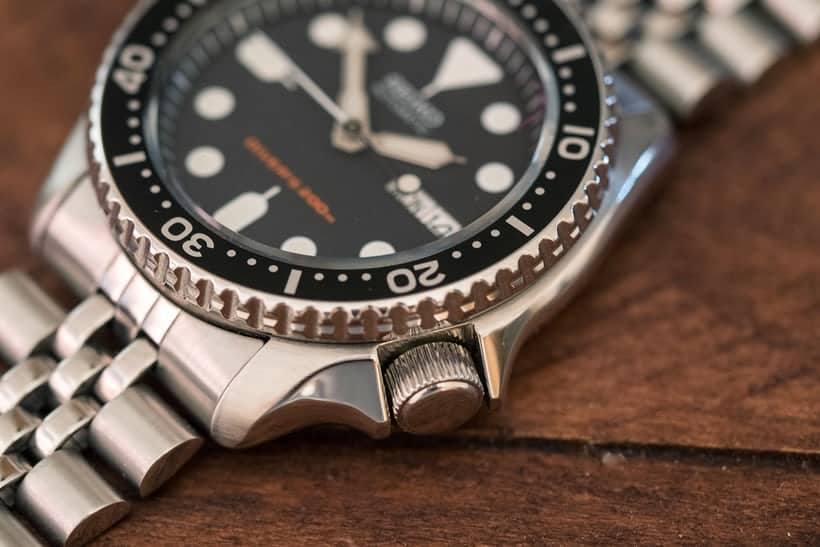 Seiko SKX007k Divers Watch Crown
