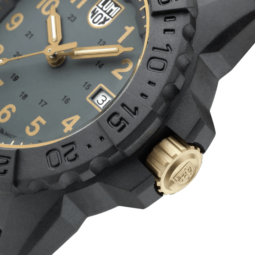 Navy Seal 3508 Gold Holiday Edition - Crown Detail